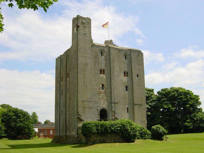 50-of-the-best-uk-wedding-venues-part-2-Hedingham-Castle