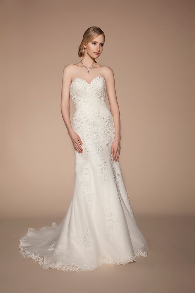 8-lightweight-wedding-dresses-to-keep-you-cool-in-summer-TIA-5412-Front