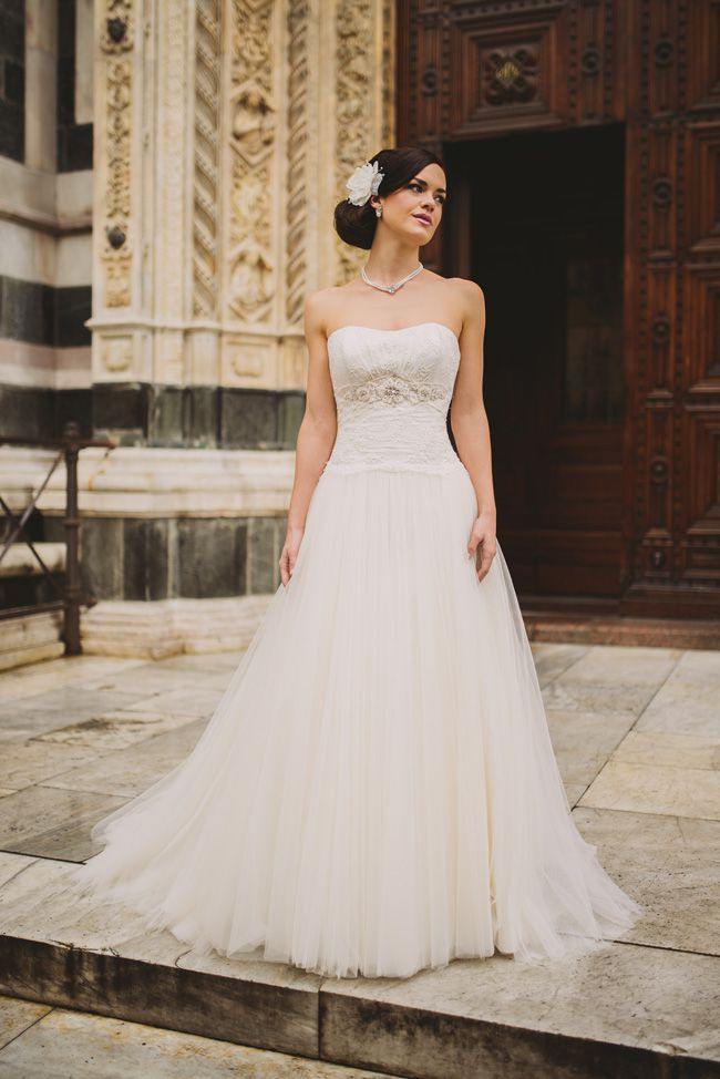 8-super-wedding-dresses-for-spring-from-forget-me-not-designs-Luigi-129