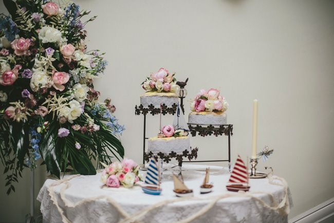 a-beautiful-vintage-real-wedding-at-scorrier-house-in-cornwall-cake