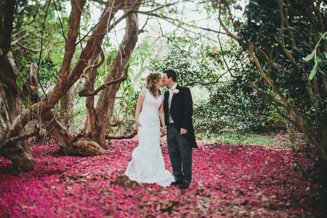 a-beautiful-vintage-real-wedding-at-scorrier-house-in-cornwall-kissing
