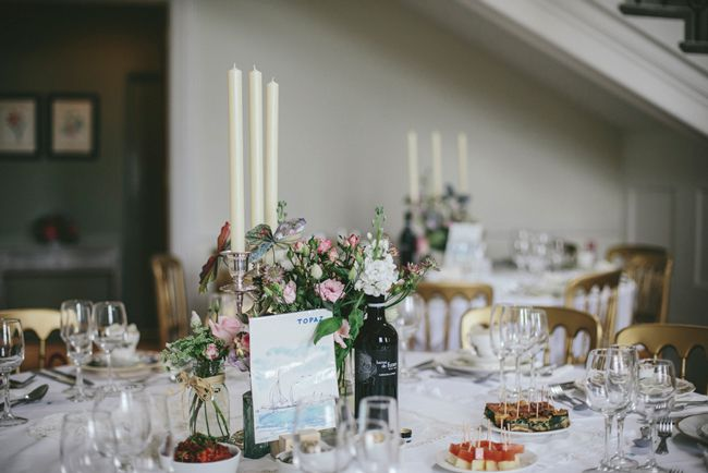 a-beautiful-vintage-real-wedding-at-scorrier-house-in-cornwall-tables