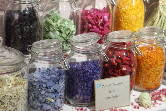 how-to-make-a-confetti-bar-for-your-wedding-ceremony-bar