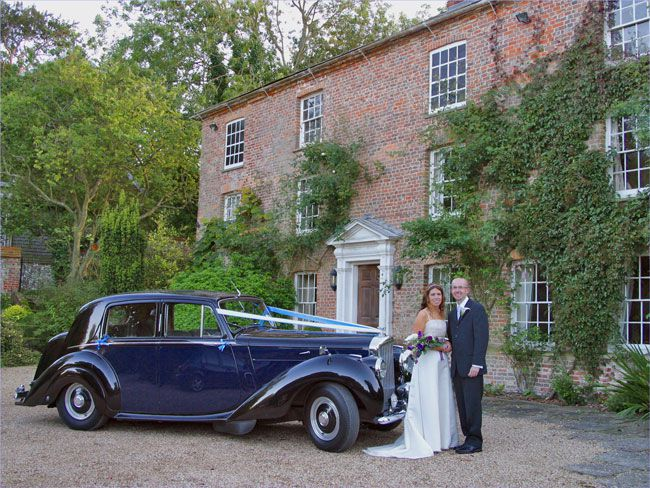 looking-for-a-wedding-venue-for-200-guests-try-these-combe-manor-Llewellyn-Robins-Photography-051