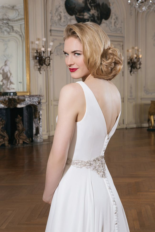 make-an-entrance-7-wedding-dresses-with-beautiful-backs-8733_096