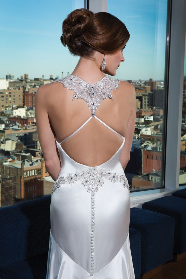 make-an-entrance-7-wedding-dresses-with-beautiful-backs-9747_210