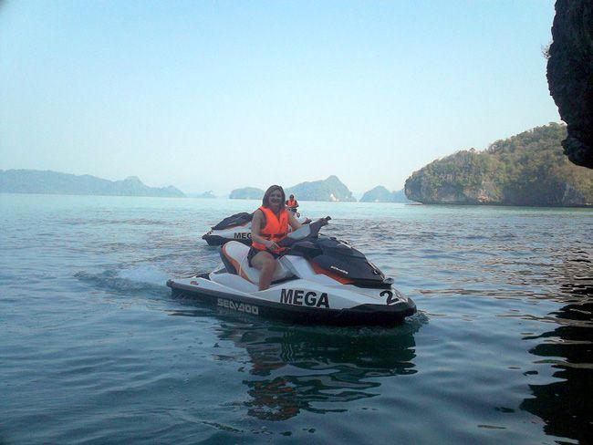 real-life-honeymoon-inspiration-from-malaysia-and-vietnam-Langkawi-Jet-Skiing-(10)
