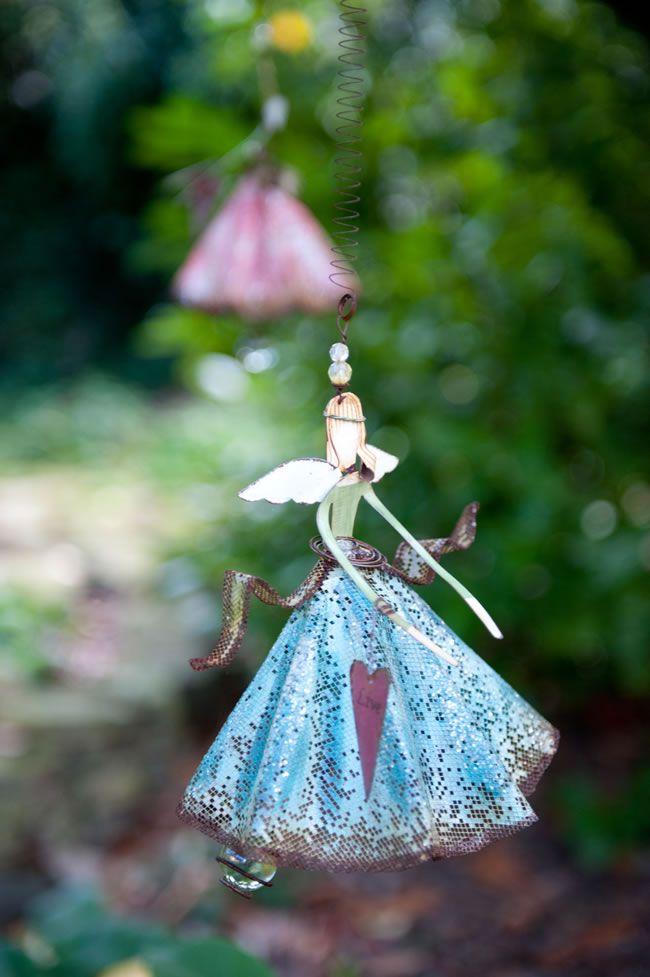Rebecca and Tom's fantasy-inspired autumn wedding © louiseholgate.com