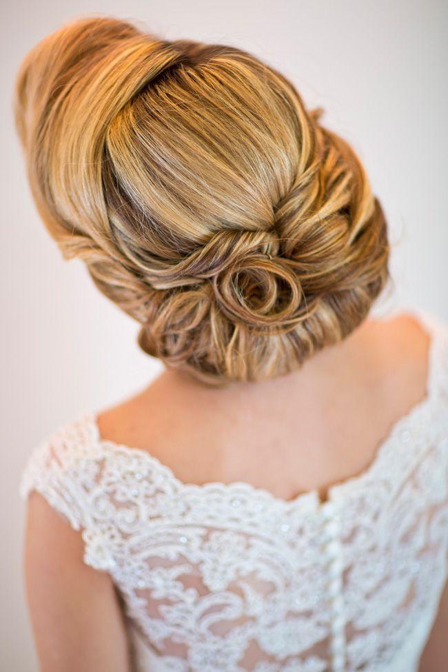 sassy-elegant-and-glamorous-wedding-dresses-revealed-in-styled-shoot-Spains-Hall-Shoot-EDITS010