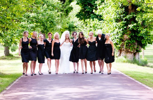 the-teapot-the-whthe-teapot-the-whisper-and-the-swish-10-top-wedding-day-posesisper-and-the-swish-10-top-wedding-day-poses-group-shots