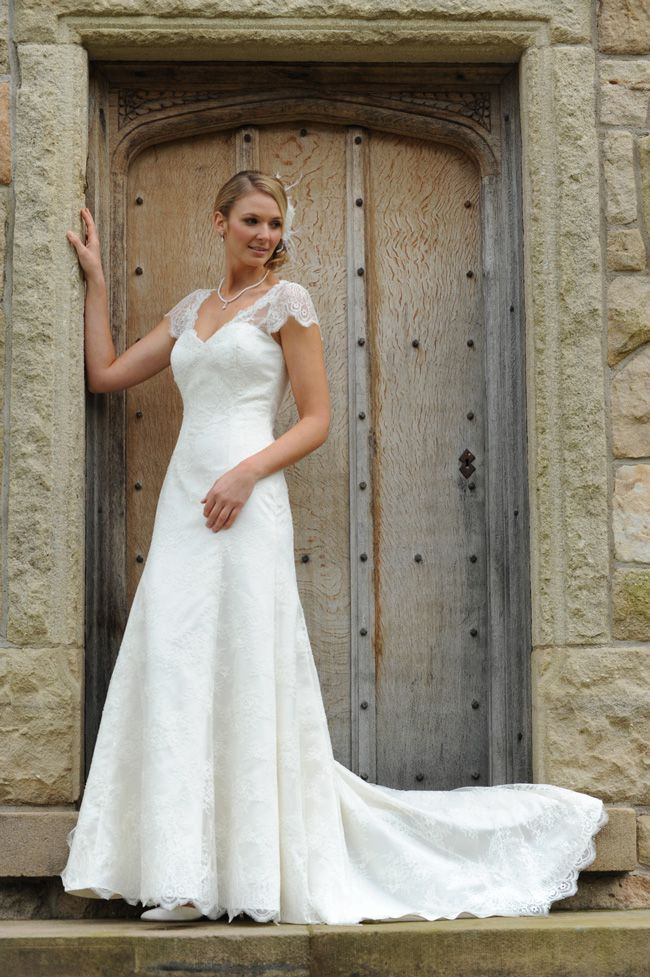 d8750db0e6f0 10 top tips for buying a wedding dress for the summer