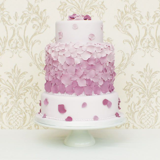 15-of-the-prettiest-wedding-cakes-with-flowers-Cakes-by-Kit-www.northamptonshireweddingsupplier.co.uk-(2)