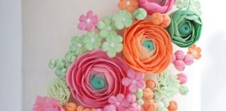 15-of-the-prettiest-wedding-cakes-with-flowers-featured