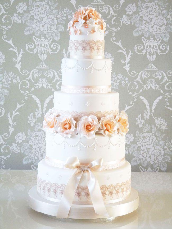15-of-the-prettiest-wedding-cakes-with-flowers-rachelles-PEACHVINTAGE
