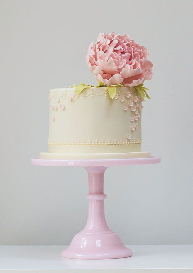 Single Tier Wedding Cake - Wedding Cake Tiers, Sizes and Servings: Everything You Need to Know