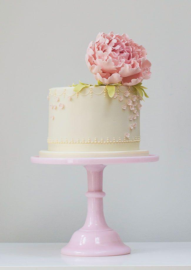 single-tier-wedding-cake