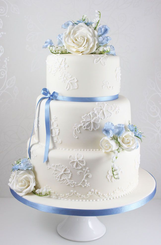 15-of-the-prettiest-wedding-cakes-with-flowers-thefairycakery.com-blue-summer-blooms-cake-ú425