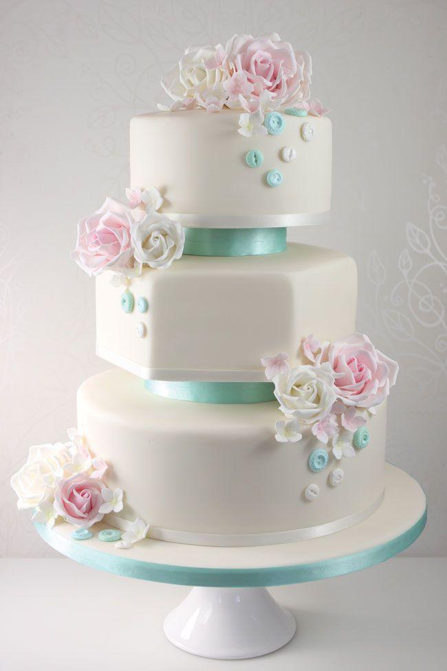 15-of-the-prettiest-wedding-cakes-with-flowers-thefairycakery.com