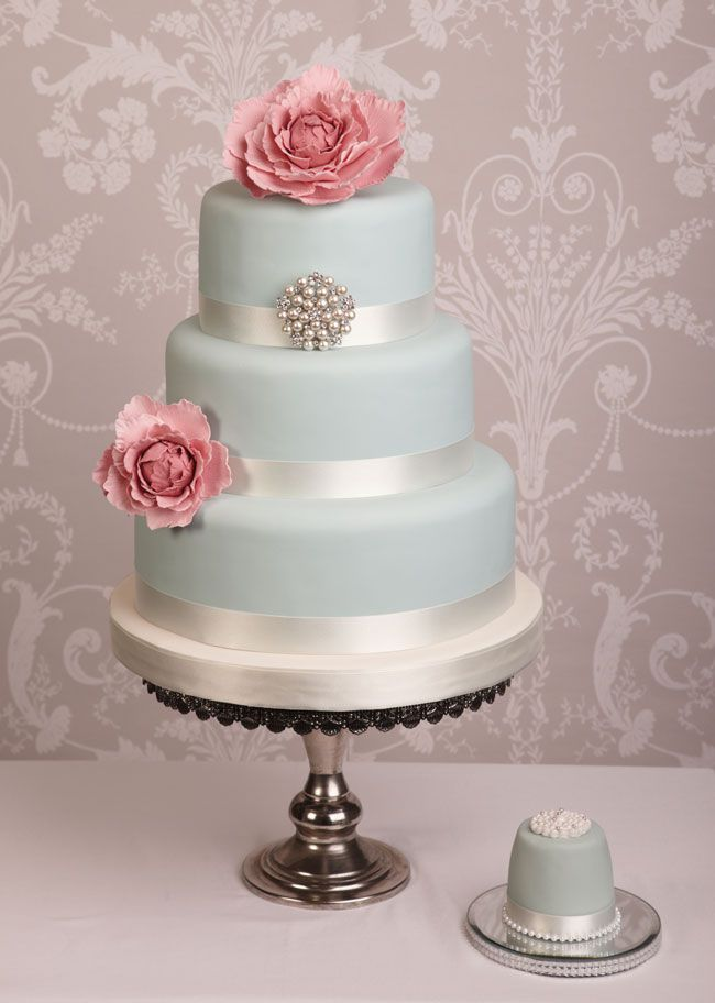 15-of-the-prettiest-wedding-cakes-with-flowers-vanillaandivory.co.uk-Peony-1