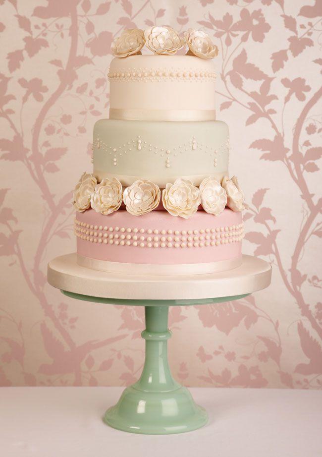 15-of-the-prettiest-wedding-cakes-with-flowers-vanillaandivory.co.uk
