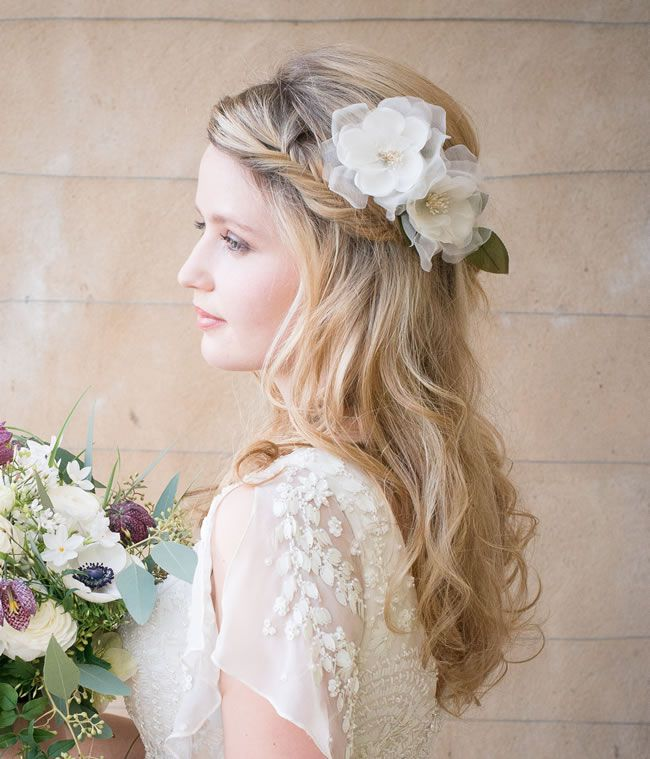 20-gorgeous-wedding-accessories-for-under-20-Frances-Ivory-Rose-Flower-£20-each-Chez-Bec