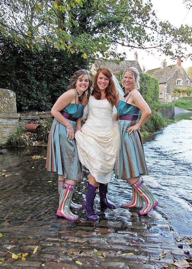 21-fun-wedding-photo-ideas-for-you-and-your-bridesmaids-Alan-Morgan