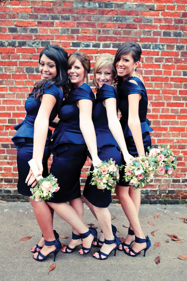 21-fun-wedding-photo-ideas-for-you-and-your-bridesmaids-Amor-Amor-Photography-2