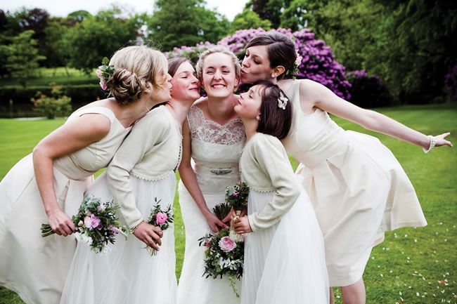 21-fun-wedding-photo-ideas-for-you-and-your-bridesmaids-Lucy-West-Images