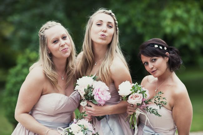 21-fun-wedding-photo-ideas-for-you-and-your-bridesmaids-pout-albertpalmerphotography.com