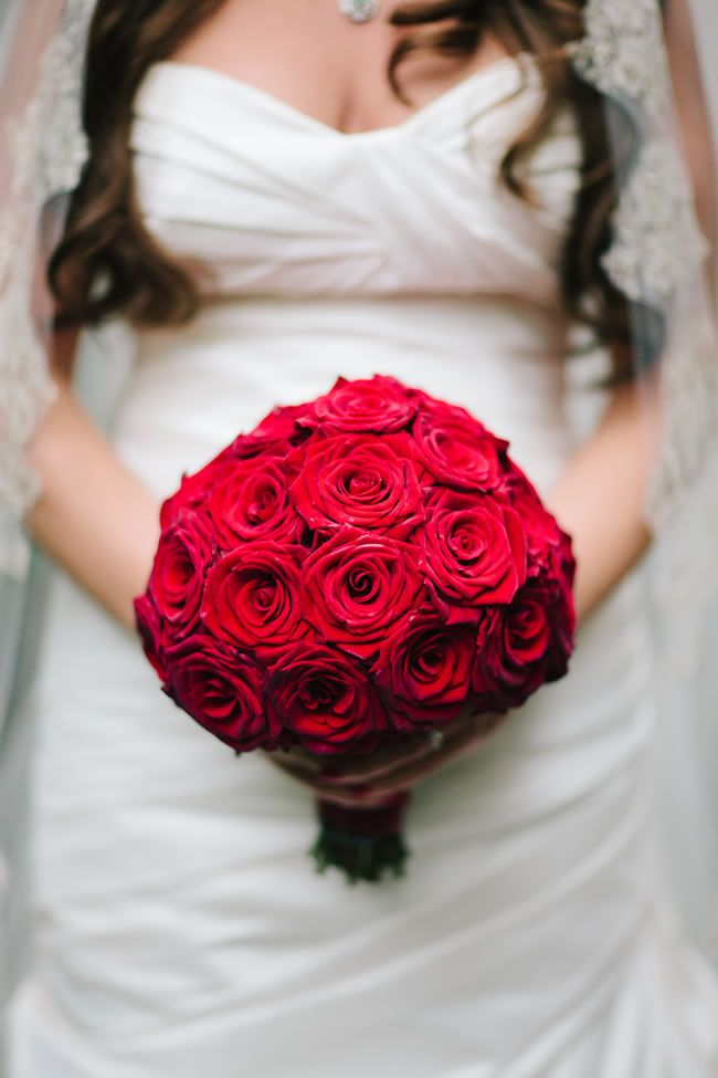 50 of the best wedding bouquets for brides and maids © MarriageIsTheBomb.com