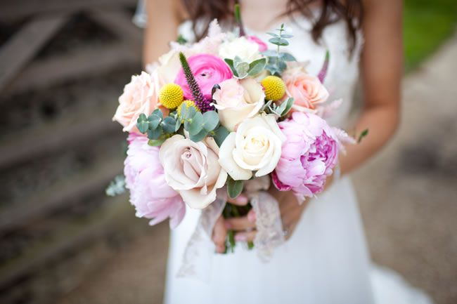 50 of the best wedding bouquets for brides and maids © navyblur.co.uk