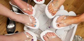 6-ways-to-use-wedding-flip-flops-before-during-and-after-your-day-Flip-Flops