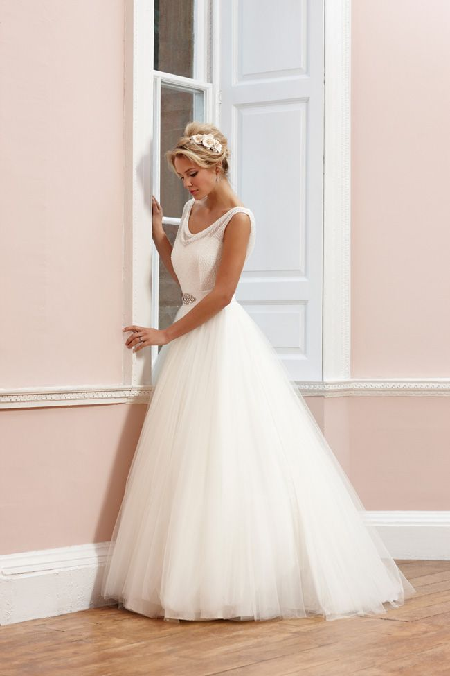 65-of-the-best-designer-wedding-dresses-for-2015-part-1-Sassi-Holford-Signature-Mimi-www.sassiholford.com