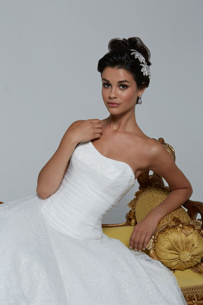 65-of-the-best-designer-wedding-dresses-for-2015-part-2-HollywoodDreams_GISELLE_0510