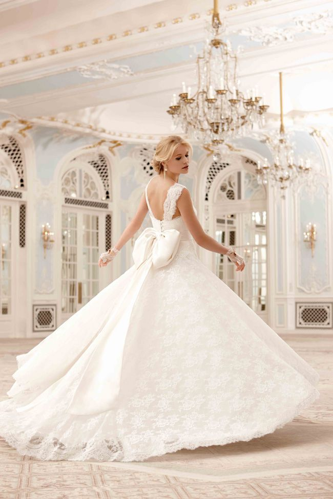 65-of-the-best-designer-wedding-dresses-for-2015-part-2-Sassi-Holford-2014-Savoy-Collection-Sadie-www.sassiholfordlondon.co.uk-