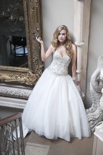 cambridge-bridal-show-designer-week-honeys-bridal