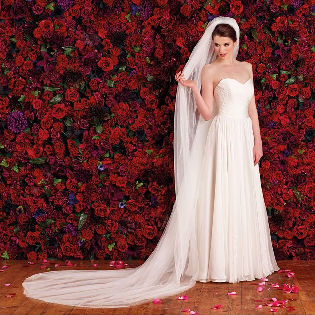 choosing-the-right-veil-to-complement-your-wedding-dress-Evangeline-LS