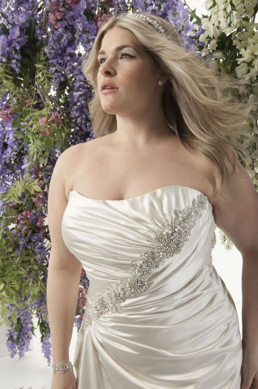 curvy-brides-will-love-this-romantic-lace-collection-from-callista-Buenos Aires_C