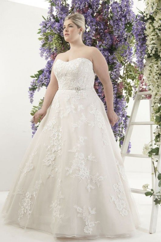 curvy-brides-will-love-this-romantic-lace-collection-from-callista-London