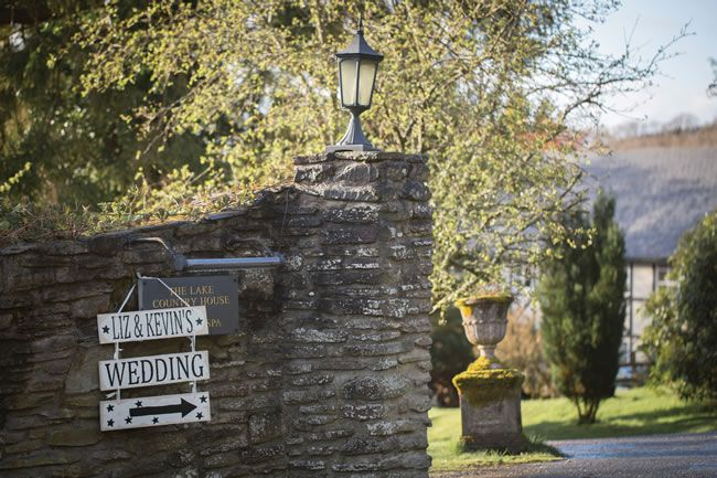 Elizabeth and Kevin's romantic country wedding © eleanorjaneweddings.co.uk