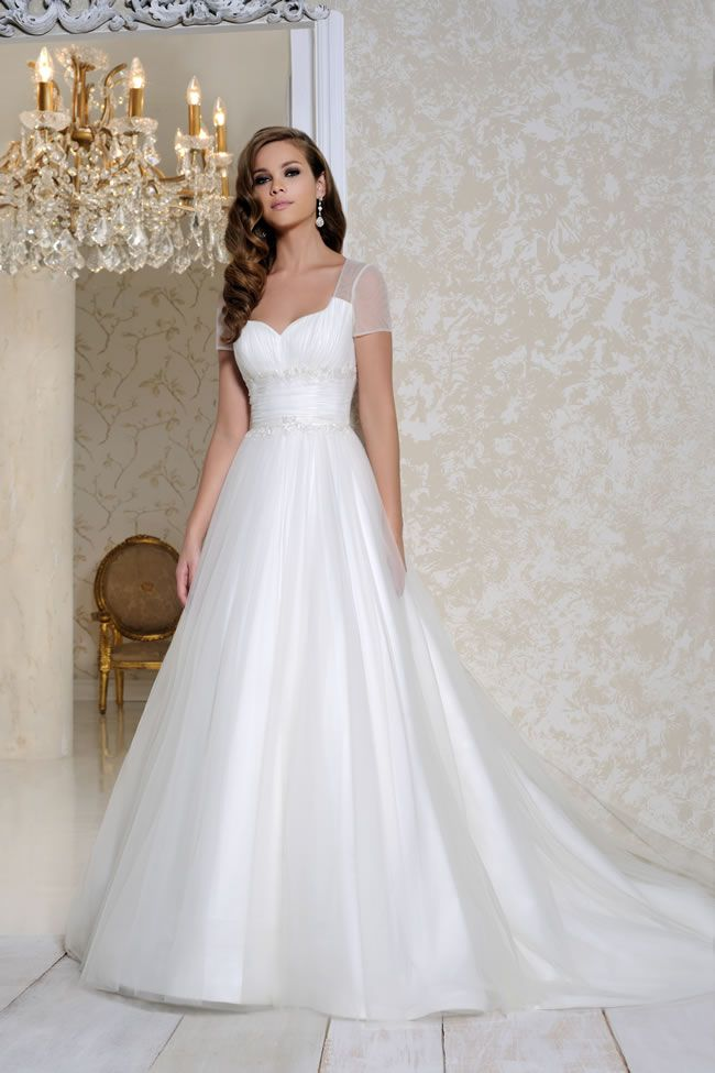 get-the-perfect-hourglass-figure-with-these-chic-sophisticated-gowns-from-benjamin-roberts-2015-2517