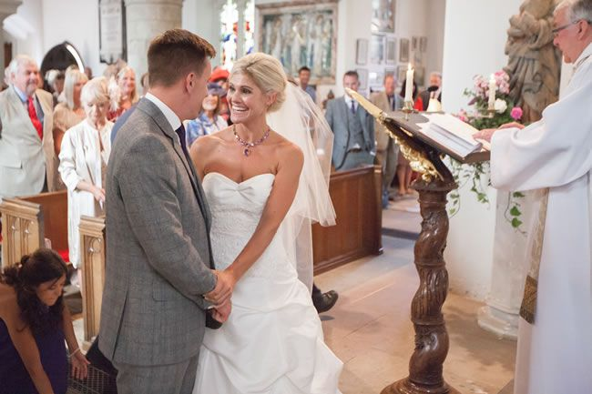 juliet-lemon-photography-captures-a-pretty-country-wedding-from-anthea-and-ollie-AO_138_IMG_4546
