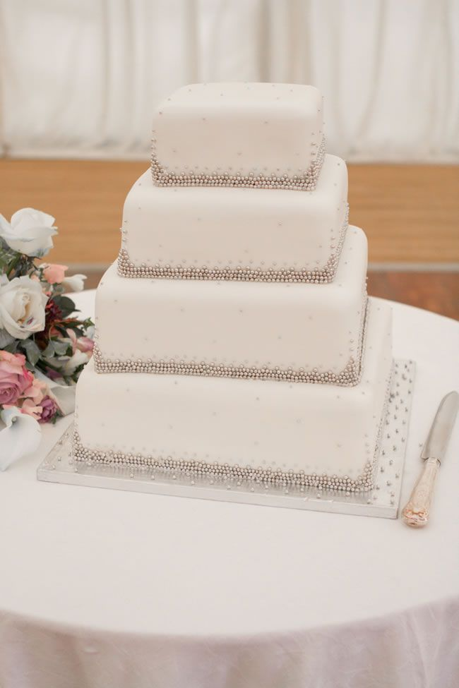 juliet-lemon-photography-captures-a-pretty-country-wedding-from-anthea-and-ollie-AO_690_IMG_8157