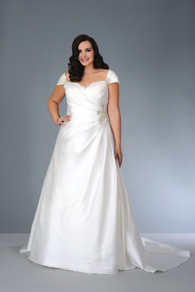 sonsies-new-collection-celebrates-curves-instead-of-hiding-them-Son-91354-01