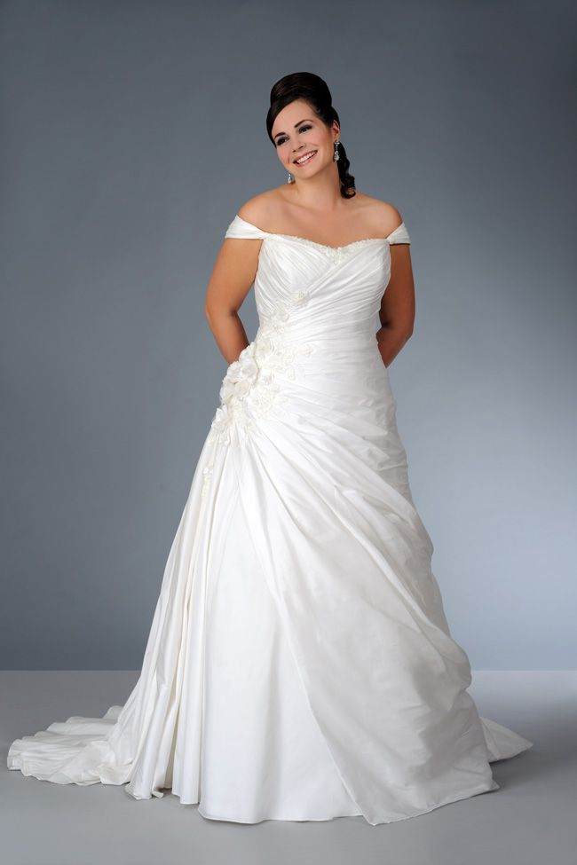 sonsies-new-collection-celebrates-curves-instead-of-hiding-them-Son-91362-01