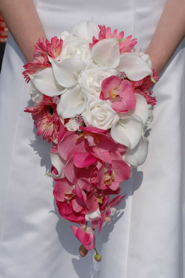 10-stylish-summer-wedding-bouquets-emery-lily-gerbera-rose-bouquet