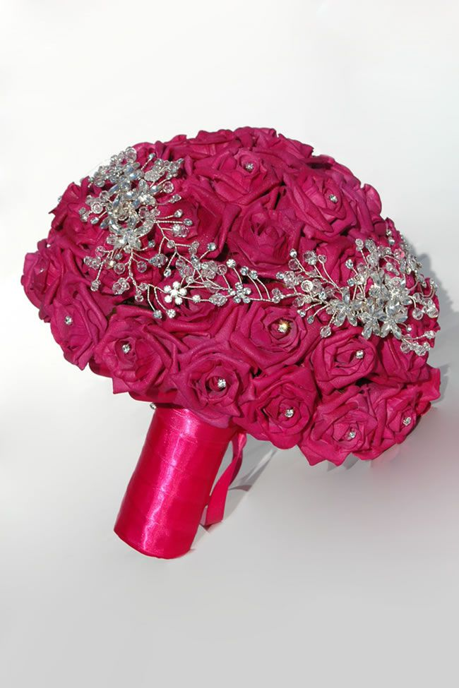 10-stylish-summer-wedding-bouquets-ontina-fuchsia-pink-bride_4