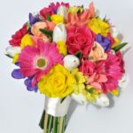 10-stylish-summer-wedding-bouquets-tanita-mixed-gerbera-rose-bride_2