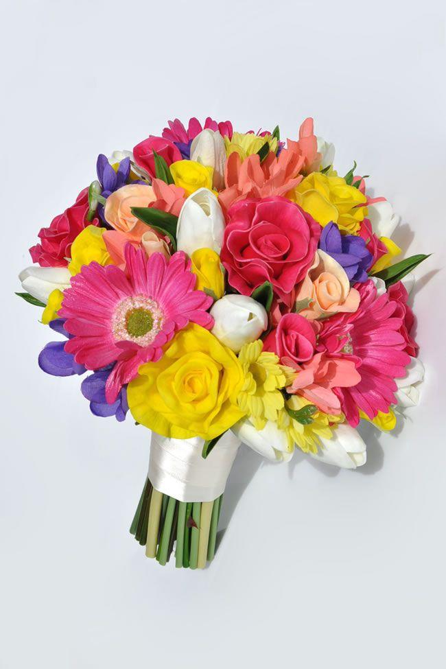 10-stylish-summer-wedding-bouquets-tanita-mixed-gerbera-rose-bride_2