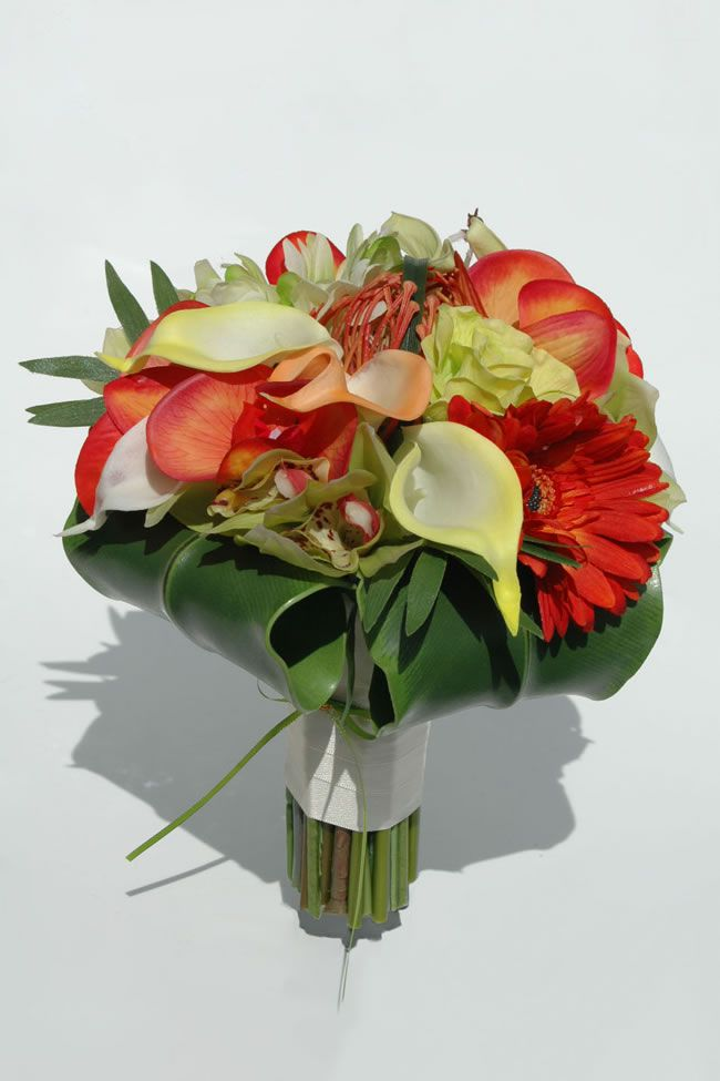 10-stylish-summer-wedding-bouquets-valerie-lily-gerbera-bride_5